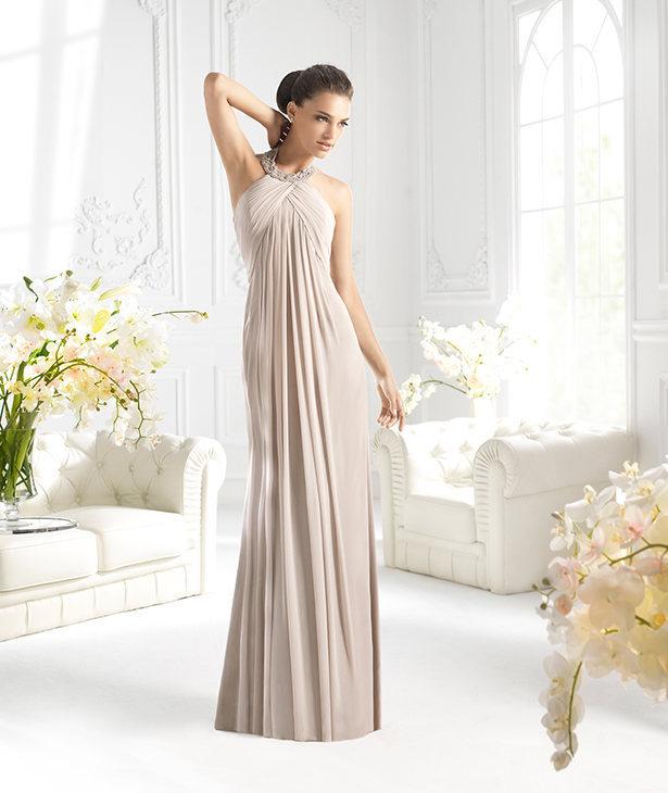 Όμορφο φόρεμα για την έγκυο γυναίκα για τη διαδικασία του γάμου στην  εκκλησία 57f54faac7a